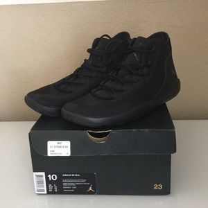NIB Jordan Reveal, Triple Black, 10